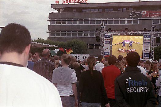 EM 2012: Deutschland auf dem Weg zum Verlierer schon beim Stadioneinzug.