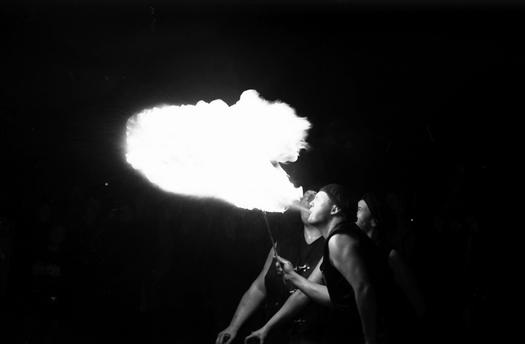 lagerfeuer und Feuerspucker