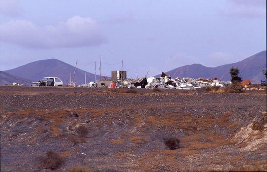 Verschandelung einer Landschaft: Muellhaufen auf Fuerteventura