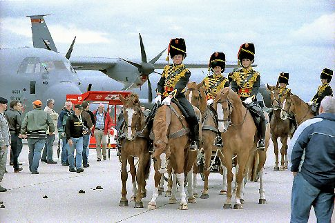Reitertruppe am Tag der offenen Tür auf dem Natogelände