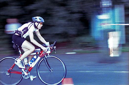 Radfahrer beim 30. Triathlon in Hückeswagen