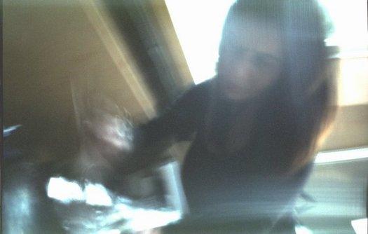 Meine Visagistin bei ihrer Arbeit. Studioaufnahme m. Pinhole 2010